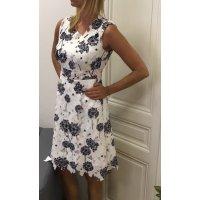 Krásné letní šatičky z pevné krajky s květinovým vzorem z pampelišek