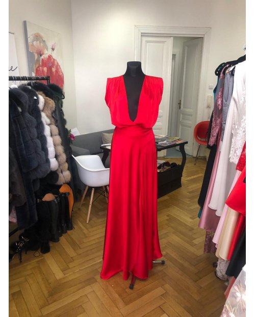 Hedvábné saténové šaty s výstřihem