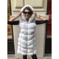 New model - kožešinová vesta s odmímatelnou kapucí