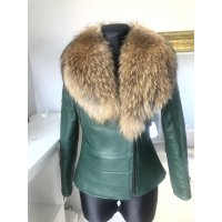 Jarní kožená vypasovaná  bunda s kožešinovým límcem