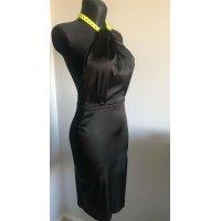 Saténové elastické sexy šaty s holými zády, zdobené lehkým řetězem