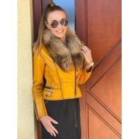 Jarní kožená bundička s bohatým odnímatelným kožešinovým límcem