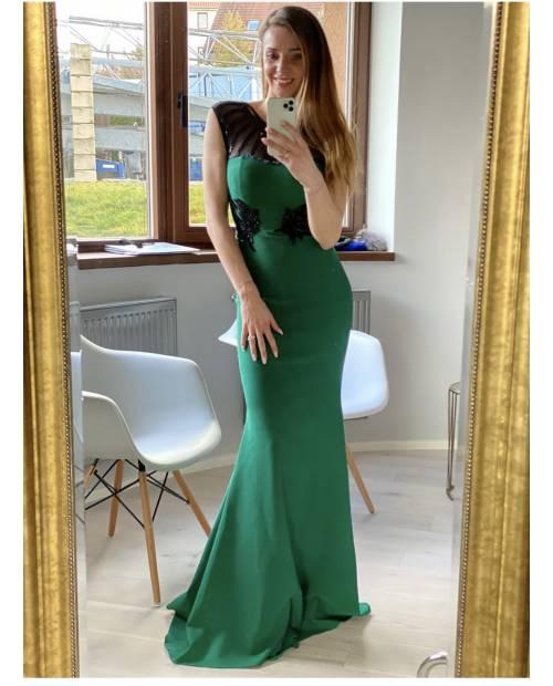 Večerní elastické dlouhé šaty zdobené výšivkami