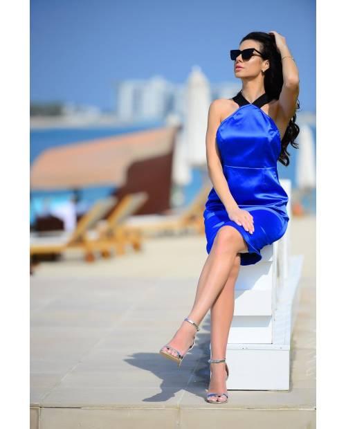 Elastické royal blue šaty s holými zády
