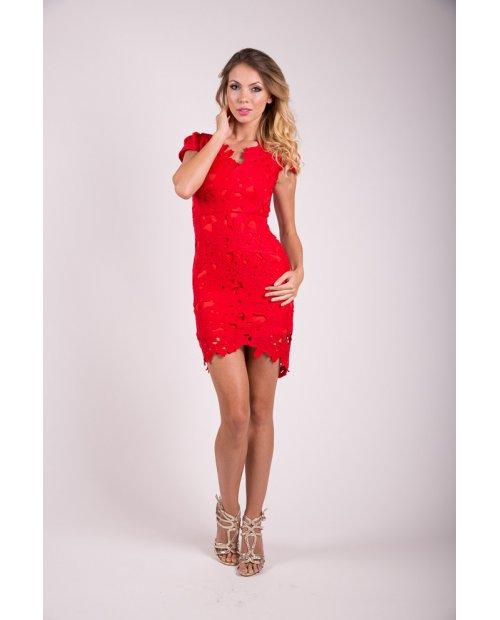 Červené krajkové šaty s květinovým vzorem