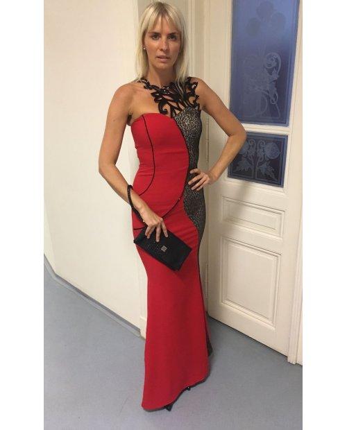 Červené dlouhé šaty s hadím vzorem