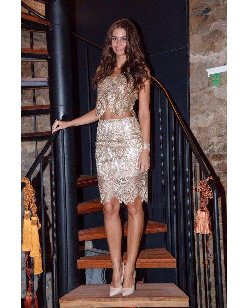 Zlatá krátká krajková sukně