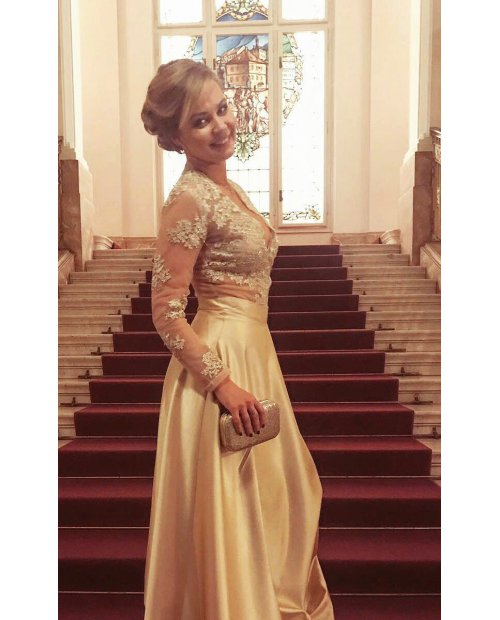 Zlatá saténová sukně