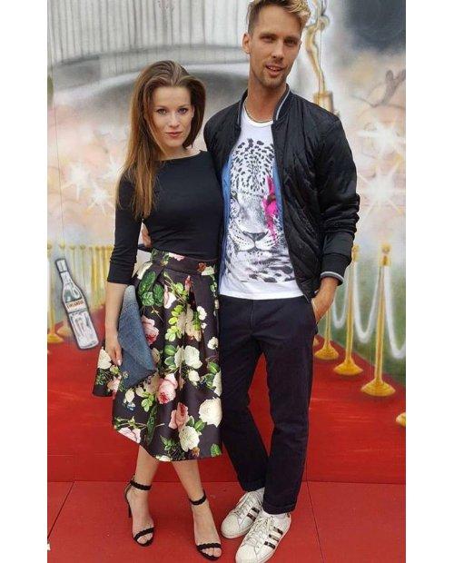 Květovaná sukně s vysokým pasem
